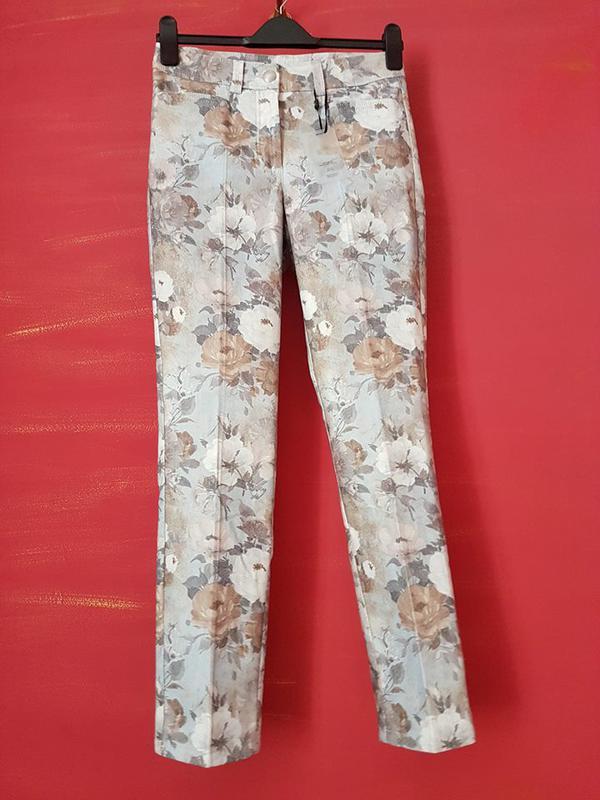 67c092646d8768 Дизайнерские брюки с цветочным принтом от linea tesini, цена - 599 ...