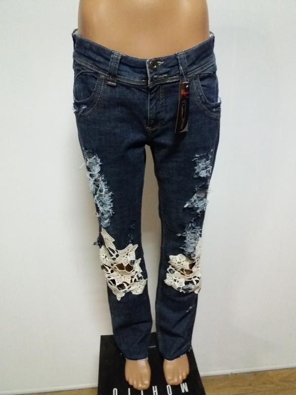 8f23ec0a4a4 Летние стильные джинсы с белой вышивкой