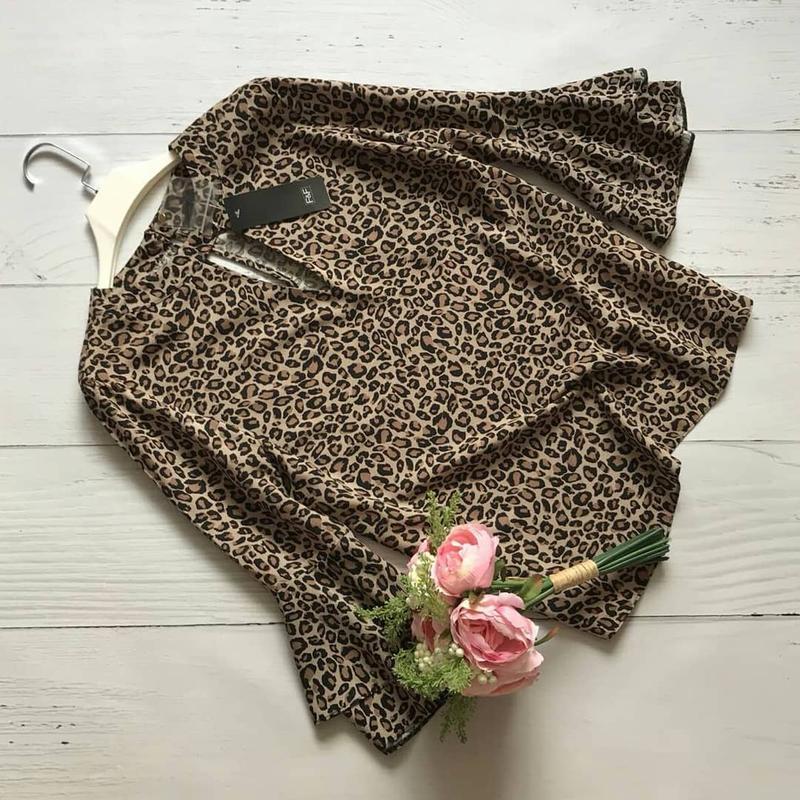 604ede4f951 Новая леопардовая блуза с воланами на рукавах и чокером f f1 фото ...