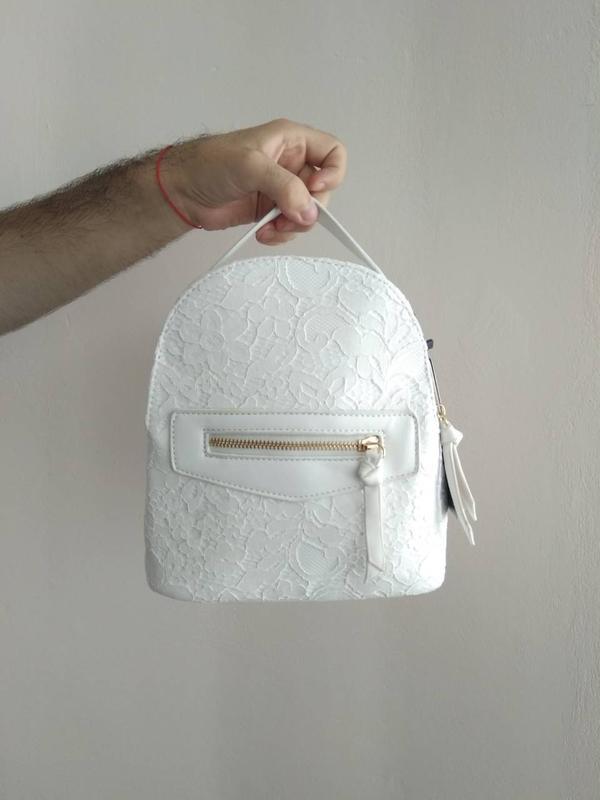 ceab994c9b19 ... Рюкзак женский белый из экокожи с кружевной отделкой нарядный5 фото