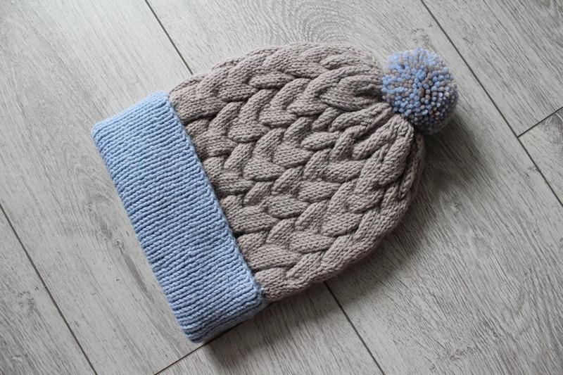 вязаная шапка с косами и помпоном ручной работы Hand Made цена
