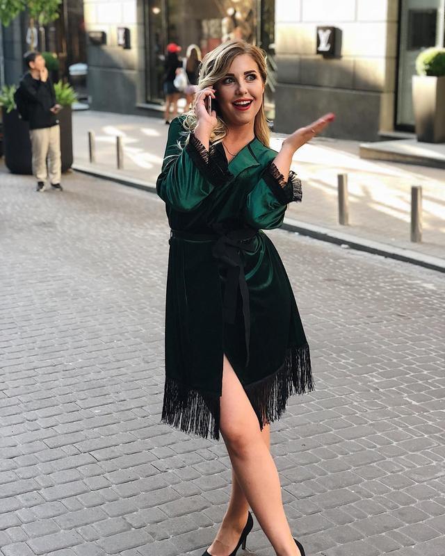 83a557c153f Шикарное сексуальное бархатное велюровое платье халат с бахромой на запах  изумруд1 фото ...