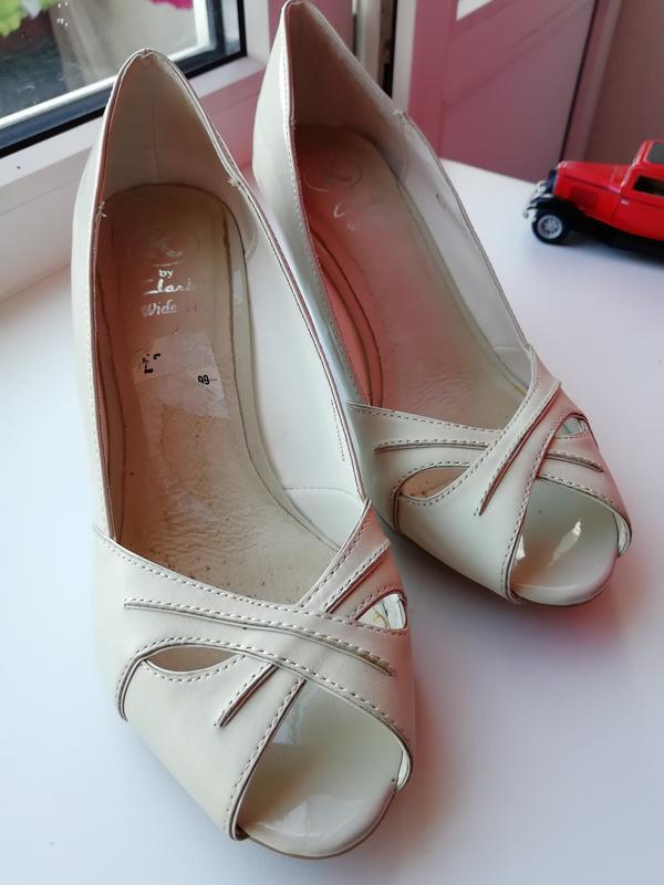 🌿 кожаные туфли с открытым носком clarks🌿 белые босоножки Clarks ... 08b21e7974b