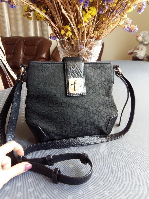 82d976e11f80 Красивая брендовая черная сумка кроссболи фирмы dkny текстиль+кожа1 ...