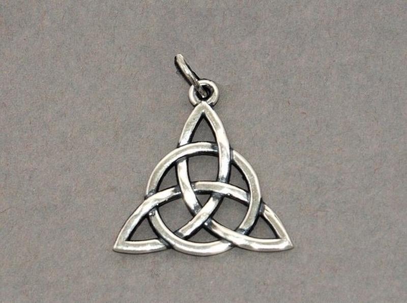 символ треугольник и трилистник фото статья позволит вам
