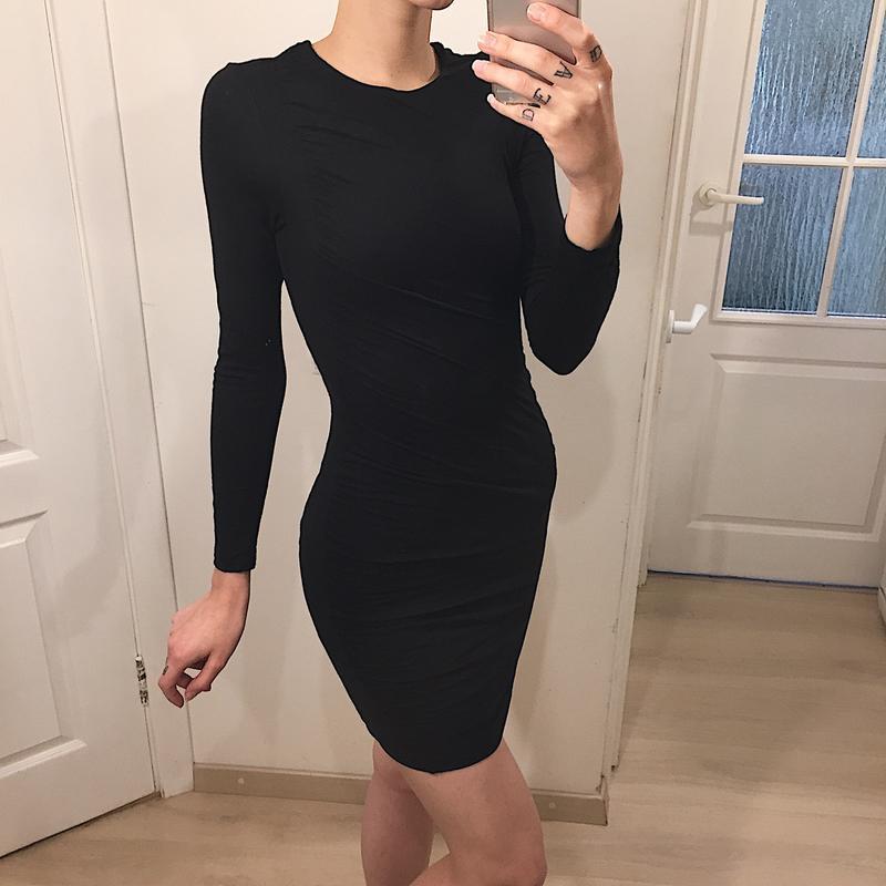 Фото гостиная платья в обтяжку