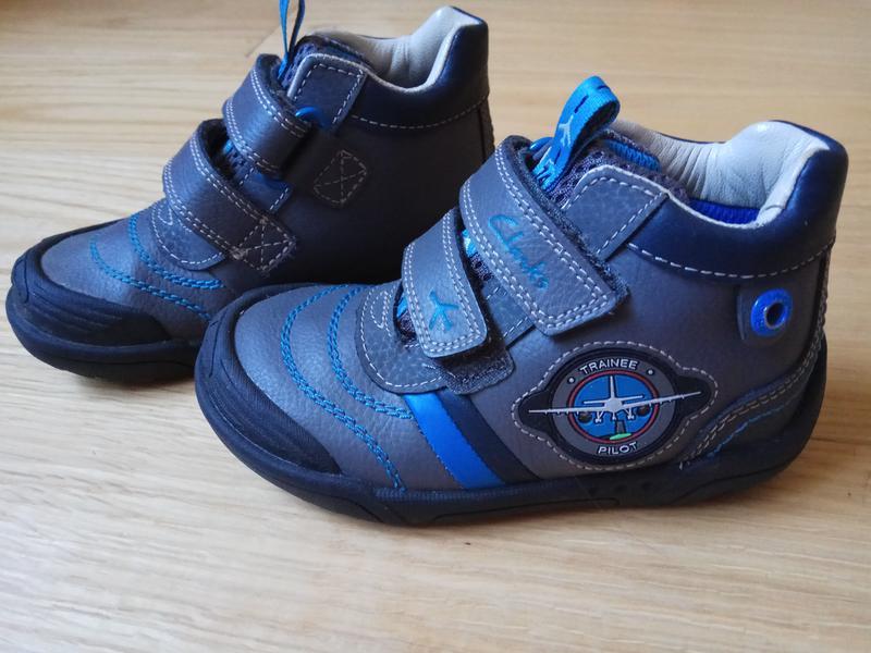 Дуже красиві шкіряні черевички для хлопчика Clarks 911f01115e939