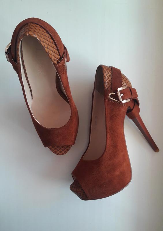 9169ba24a Новые замшевые туфли с открытым носочком тм