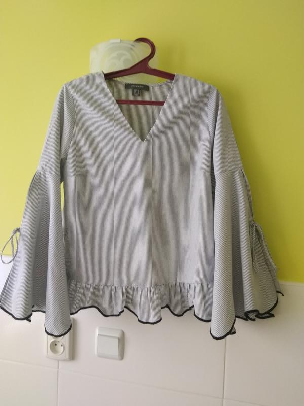 dbd6d0e063f Шикарная рубашка блуза с оборками воланами рюшами  с завязками объемными ...