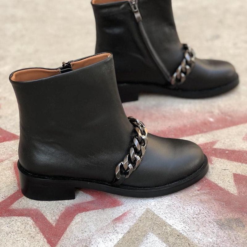 70534a8be5de Ботинки кожаные женские демисезонные деми черные стильные с цепью за 1800  грн. | ...