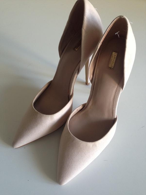 Туфли нюд. оригинал. сток. много брендовой одежды и обуви дешево! заходите! 6e43b199ce9