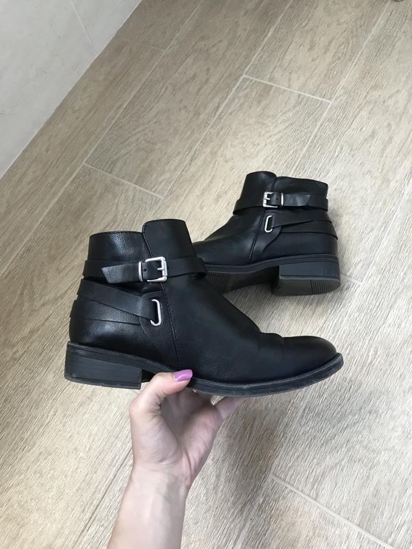 6d4db5d1a Женские чёрные демисезонные осенние ботинки на маленьком квадратном каблуке  с ремешками1 фото ...