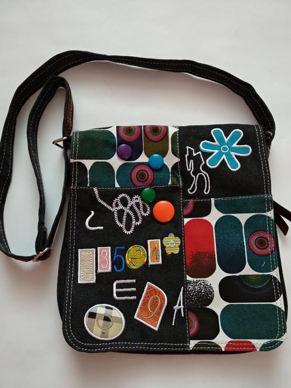 707c5091a236 Модная яркая подростковая молодежная сумка через плечо с нашивками  регулирующим ремешком1 фото ...