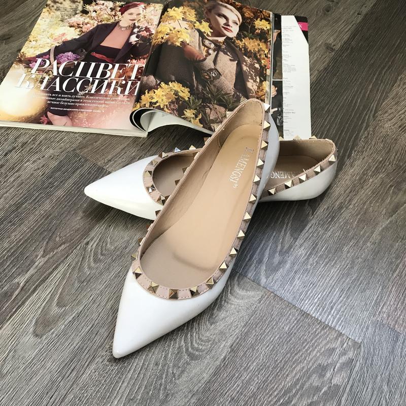 f18d4a55e Шикарные белые лаковые туфли, лоферы, балетки с шипами, р.38 ZARA ...
