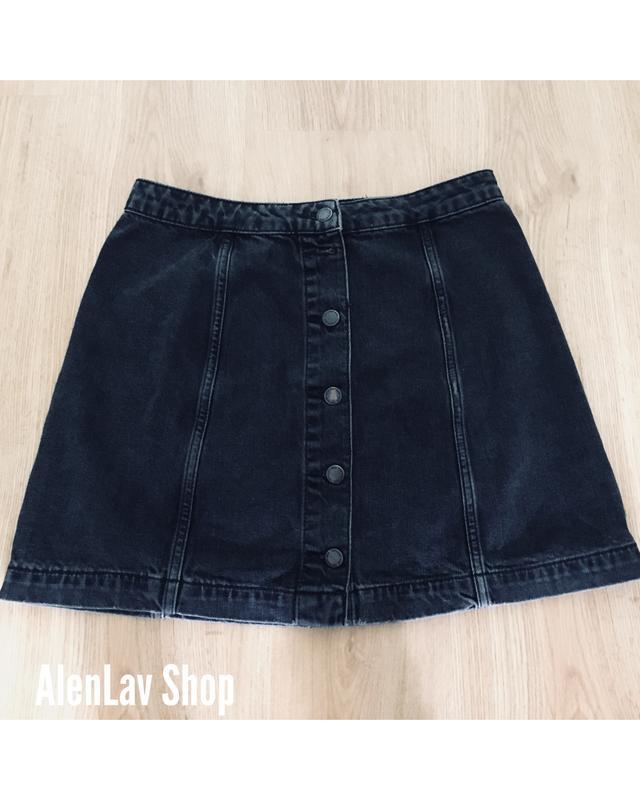 a36dc5d94363 Новая серая джинсовая юбка с пуговицами по центру с эффектом потертостей  topshop moto ...
