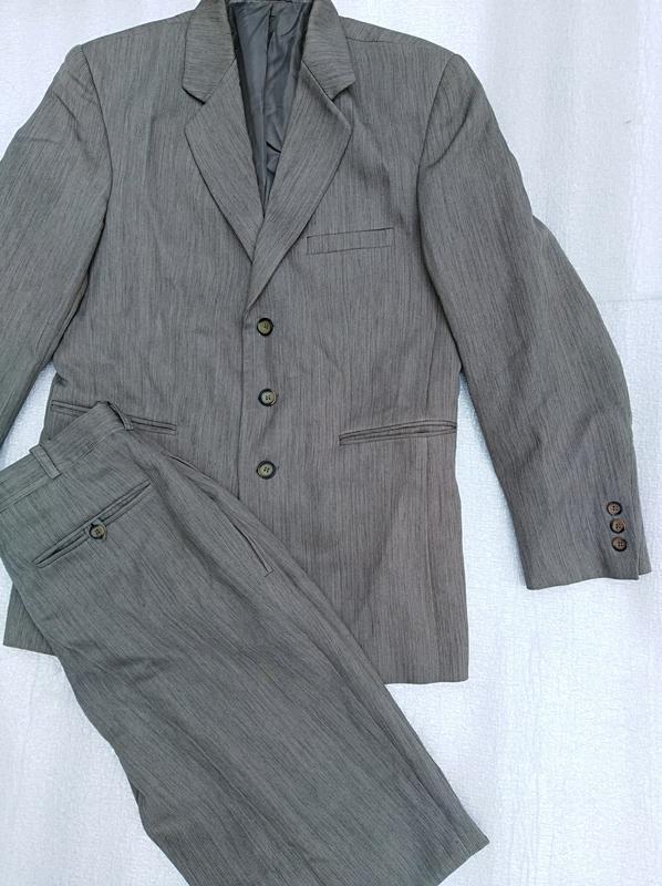 ce6bc3c6a45e Костюм деловой нарядный брюки пиджак жилетка галстук Италия, цена ...