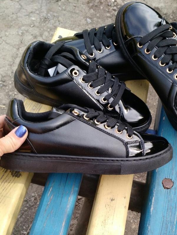 Чёрные крутые кроссовки с лаковыми вставками р.37, 38, 39, цена ... 12a9f67cff0