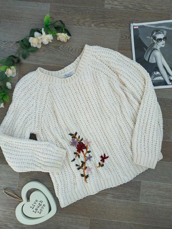 красивый светло бежевый вязаный свитер с вышивкой Queen цена 189