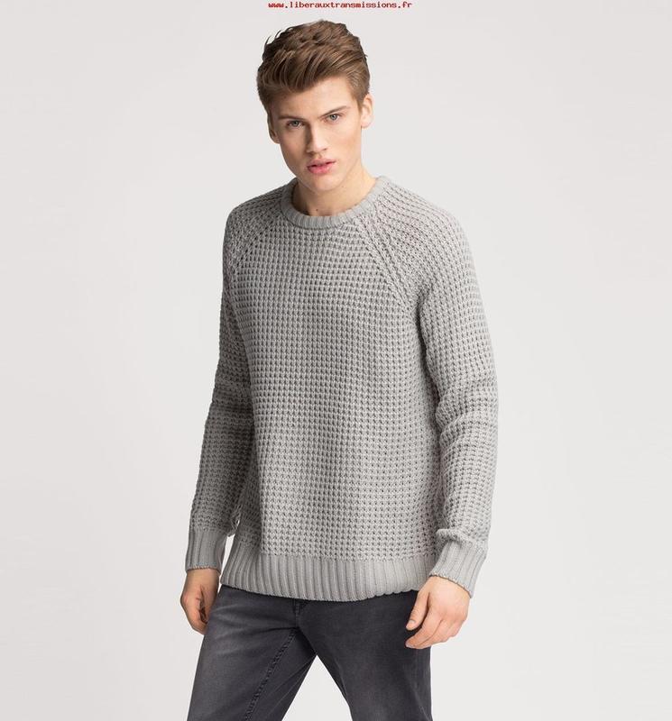 Серый свитер мужской