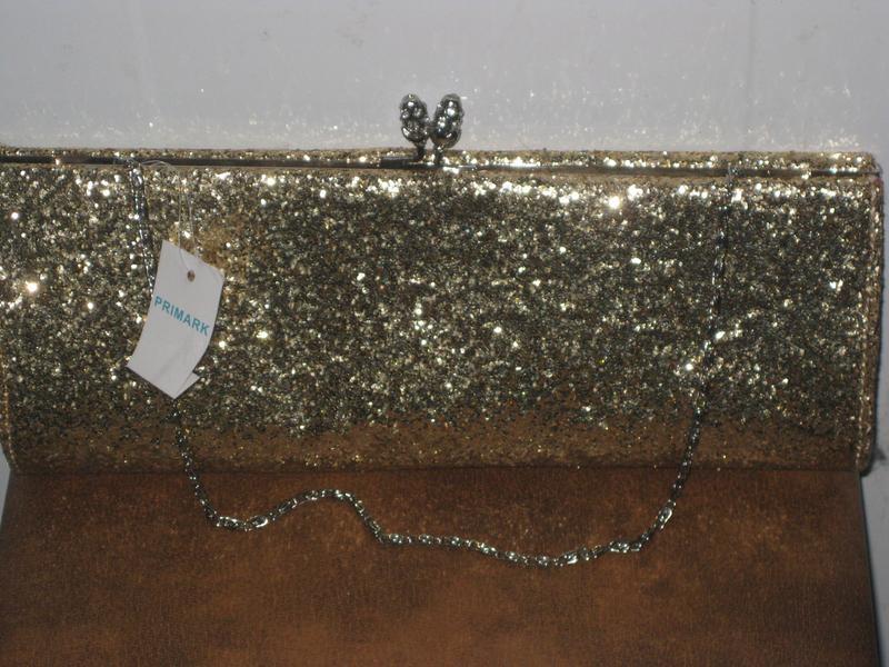 827d220a1024 Очень стильный нарядный клатч цвет золото primark Primark, цена ...