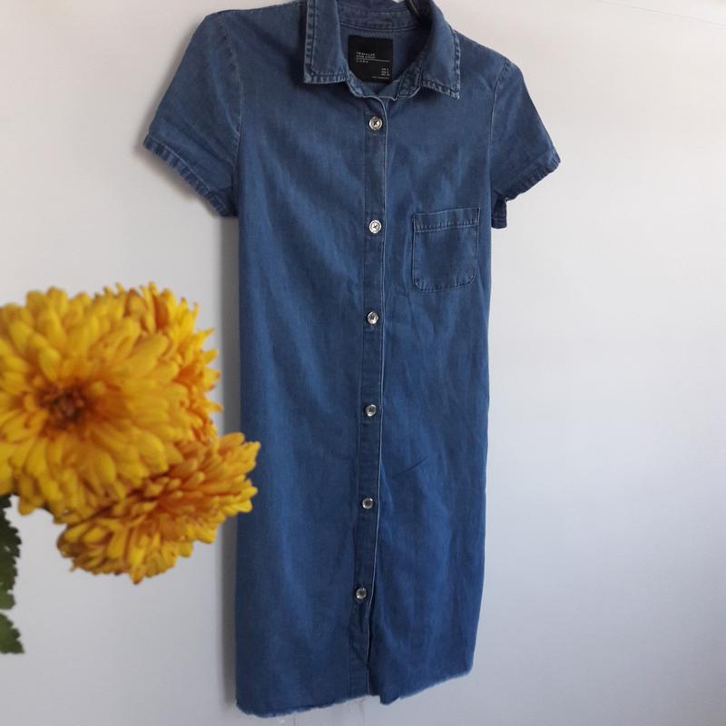 11f232f88e7 Джинсовое платье на пуговицах с необработанным краем ZARA