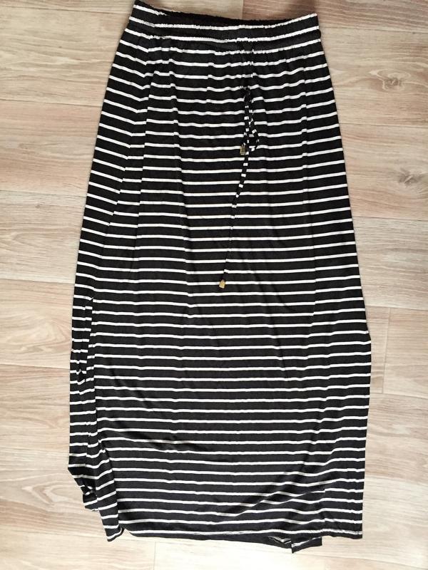 12891a0f962 Длинная юбка в полоску с разрезами по бокам1 ...