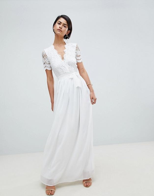 Белое вечернее платье в пол с кружевом и открытой спинкой Club L ... e2d332ab5f3