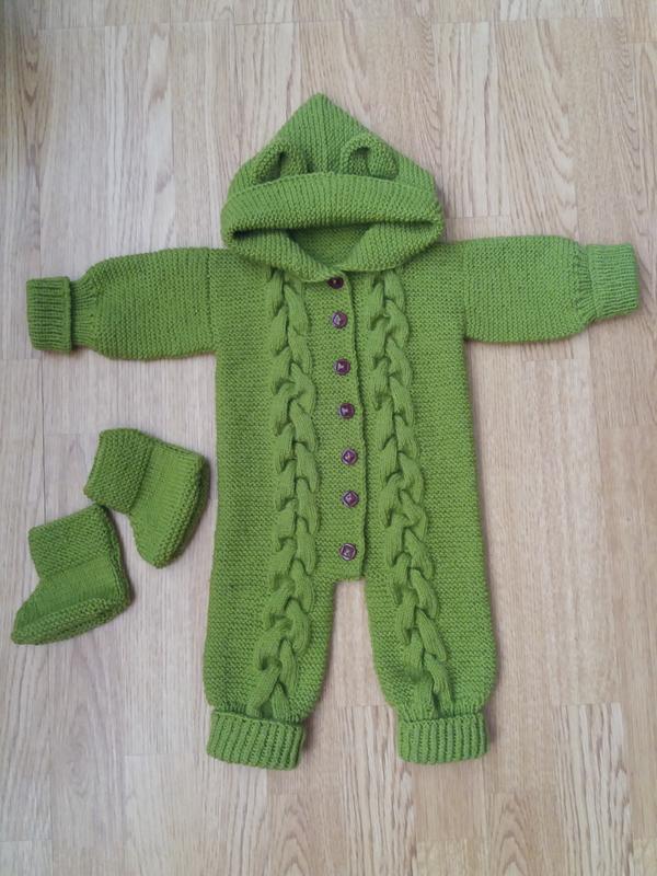 продам детский вязаный костюм комбенизон и пинетки подарок ручная