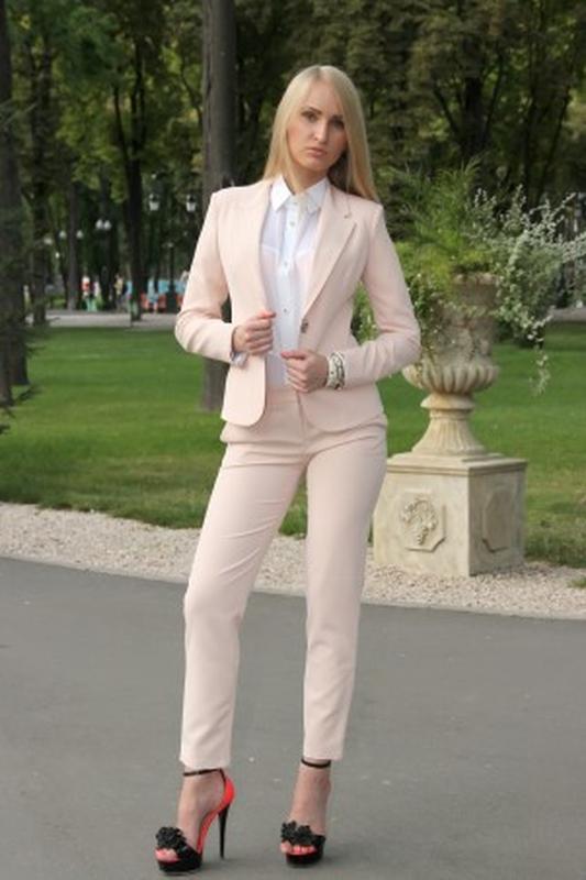 a02174c1dbe Элегантный брючный костюм бледно-розового цвета от h m1 ...