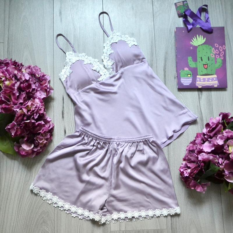 2831ec59be72 Атласная пижама в нежных и спокойных тонах, комплект состоит из маечки и  шортиков. р ...