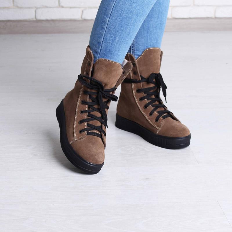 0057a1d20716 Стильные повседневные зимние женские замшевые рыжие высокие ботинки на  низком ...