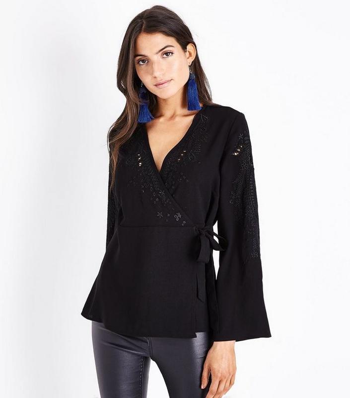 27737925cc5 Черная блуза на запах new look с вышивкой New Look