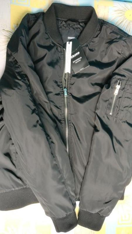 0f5c2f92504 ... Продам новую женскую чёрную куртку бомбер cropp3 фото ...