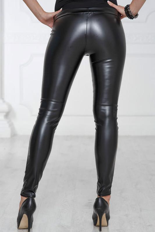 Женщина в кожаных брюках фото, секс онлайн смотреть на планшете