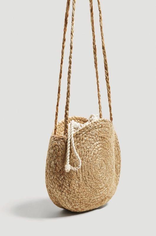 c66236dee8ba Новая стильная круглая плетеная сумка через плечо лимитированная коллекция  mango1 фото ...