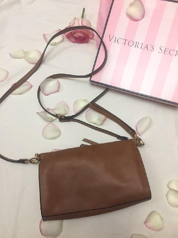 7d624dcae2de Маленькая коричневая сумочка клатч на длинном ремешке Accessorize ...