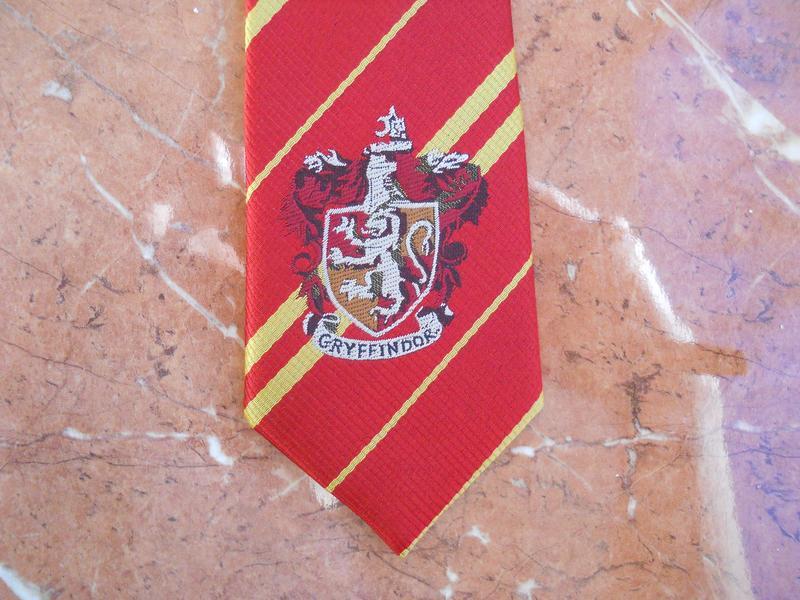 Galstuk S Gerbom Griffindor V Polosku Gryffindor Harry Potter