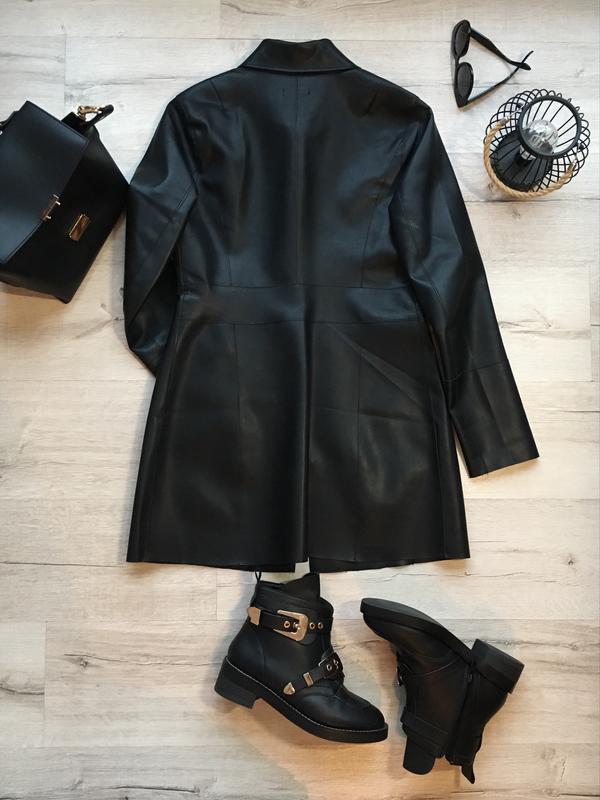 dba79e8cab2 ... Фирменный кожаный весенний черный плащ пальто куртка на кнопках  stradivarius m s2 фото ...