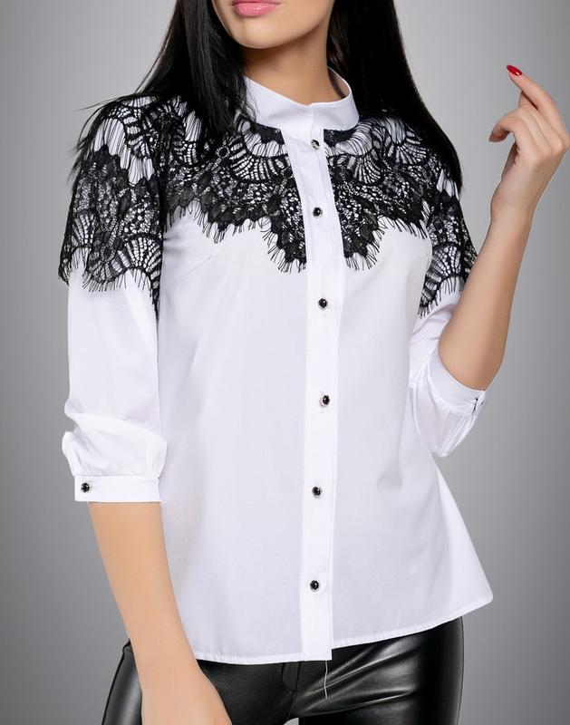b7ca72f8641 Женская белая блузка с черным кружевом (s