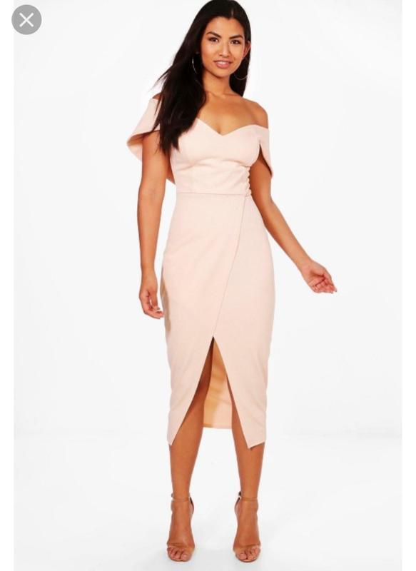 платье с голыми плечами 6