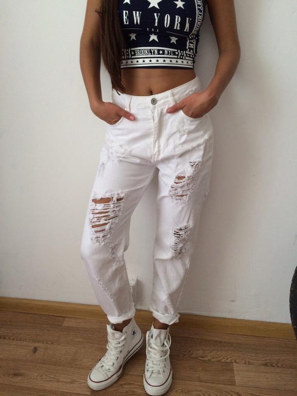80768692933 Белые джинсы бойфренды винтаж с дырками bershka1 фото ...
