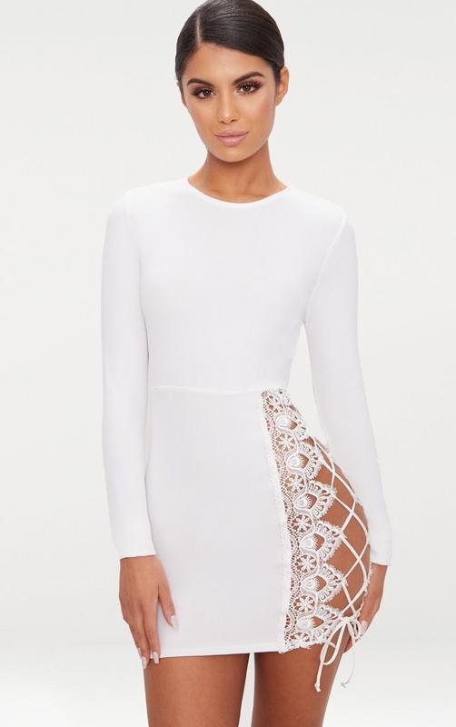 2d3b330888e Эффектное белое платье мини с длинными рукавами PrettyLittleThing ...