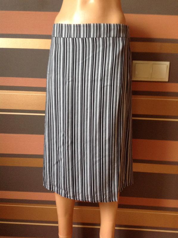 c84db399b132 Шикарная юбка в полоску на запах 100% вискоза размер 14 (Marks & Spencer)  за 220 грн. | Шафа