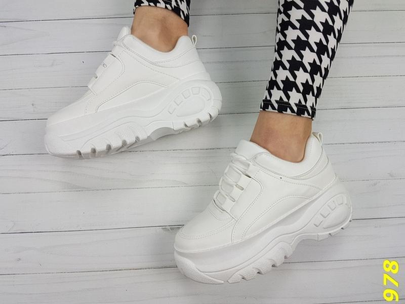71338cb3 ... Белые массивные кроссовки , белые кроссовки на высокой подошве.7 фото