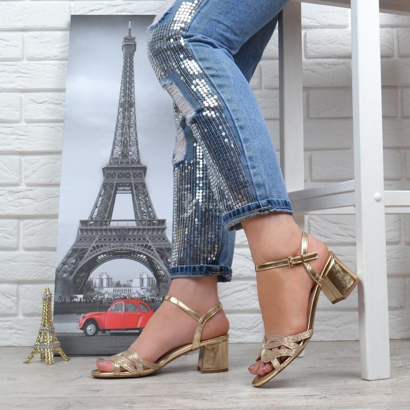 c6c7b0ff5 ... Босоножки женские на широком устойчивом каблуке cleopatra золотистые2  фото ...