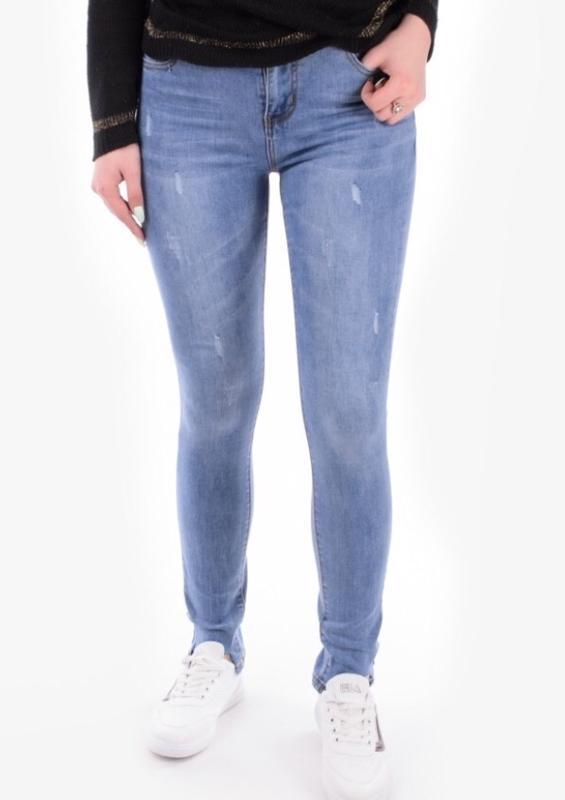 b047516311ae Стильные женские джинсы скинни зауженные рваные светлые голубые за 475 грн.    Шафа