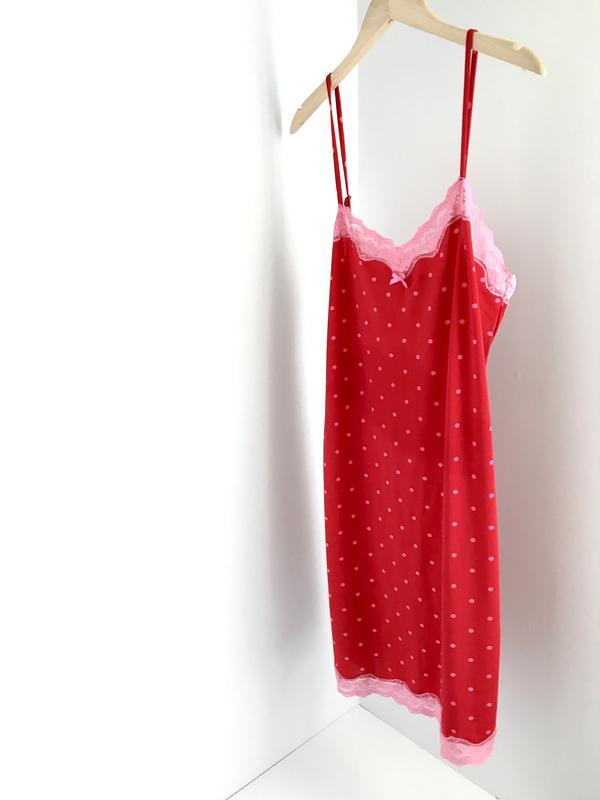 c0e4243b8cd6 Лёгкая и приятная к телу ночная рубашка в горошек Holly & Whyte ...