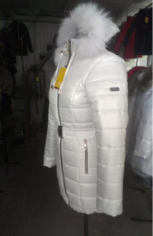 555875eb5aa ... Женская белая зимняя куртка с натуральным мехом песца на силиконе2 фото  ...