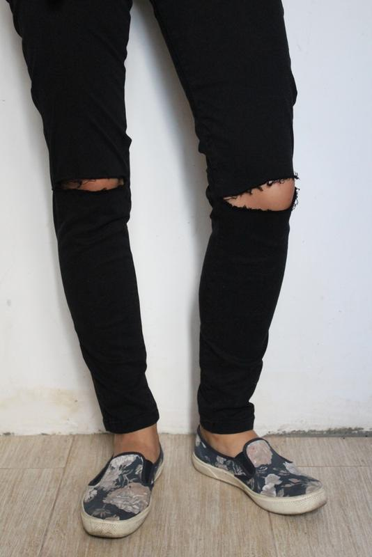 9aa77525df4 Джинсы с дырками на коленях bershka черные скини zara1 фото ...