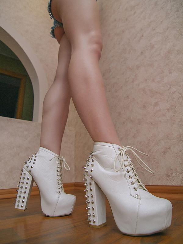 d91284f1 Классные молодежные ботинки ботильйоны черные с шипами, цена - 580 ...